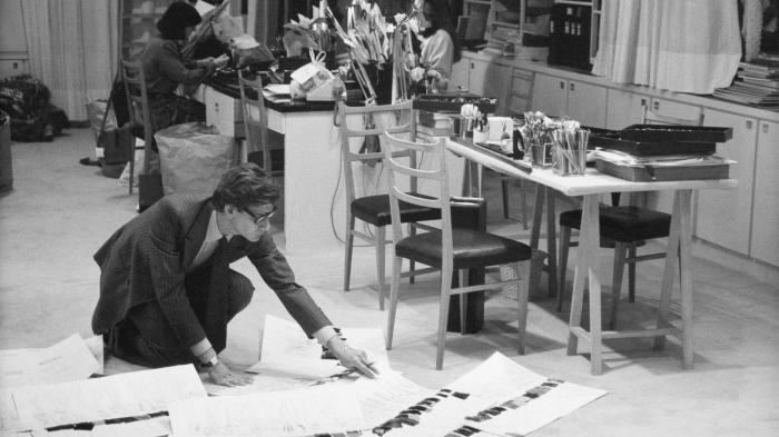 1507057610575-C-Yves-Saint-Laurent-dans-son-studio